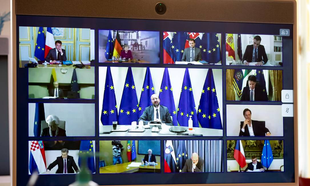 87934245_Members-of-the-European-Council-are-seen-on-a-screen-during-a-video-conference-with-Fre